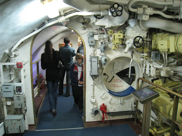 аккумуляторный отсек на подводной лодке